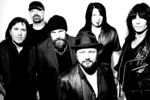"Geoff Tate ukazuje novinku QUEENSRŸCHE ""Frequency Unknown"""