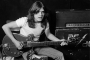 Zemřel kytarista AC/DC, Malcolm Young