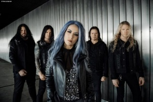 "ARCH ENEMY prezentují nášleh ""The Race"""