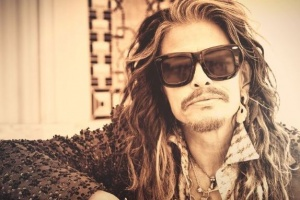 "Steven Tyler z AEROSMITH se dal na country, poslechněte si jeho singl ""Love Is Your Name"""