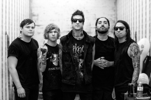 "VIDEO: OF MICE & MEN – ""Pain"""