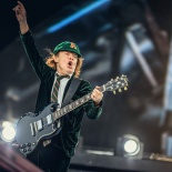ACDC - Young09jpg